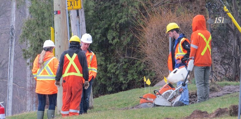 Crews work to repair a severed gas line at 151 Chesterfield Ave., April 16, 2019. (Photo by Miranda Chant, Blackburn News)