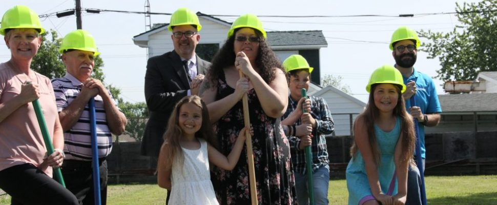 Cassadi Pryor and her four neices and nephews, Kailyn, Isaiah, Brooklyn and Gavin break ground on their new home with Mayor Darrin Canniff and members from the Habitat for Humanity organization. Photo by Michael Hugall)