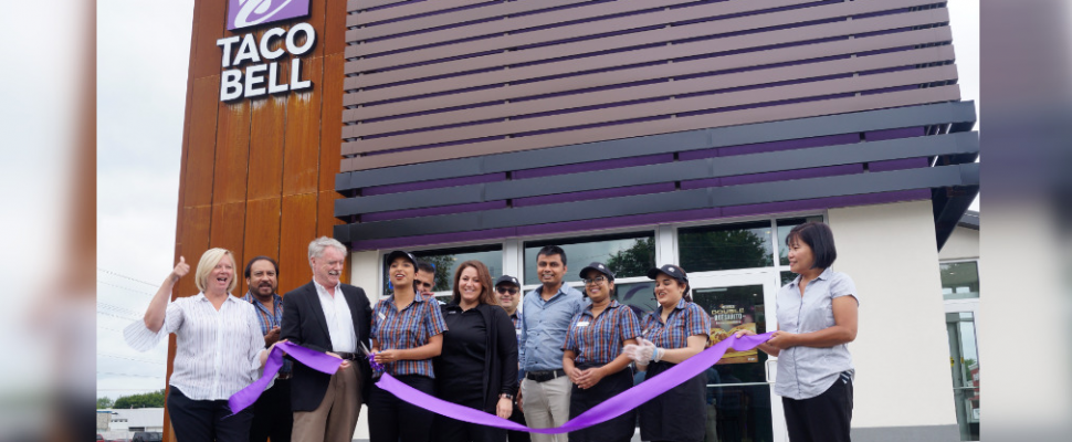 Taco Bell employees, Sarnia Mayor Mike Bradley, and Operations Manager Margaret Kertesz cut the ribbon at the grand opening of a Taco Bell on Indian Road. July 12, 2019. (BlackburnNews photo by Colin Gowdy)