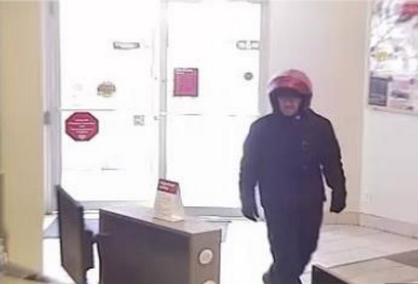 Police are looking for this man following a robbery at a bank in Woodstock, September 16, 2019. (Photo courtesy of the Woodstock Police Service)