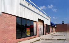 A vacted strip plaza in London, Ontario. September 6, 2019. (Photo by Loozrboy from wikipedia)