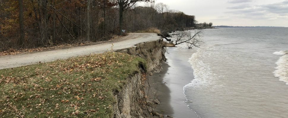 Erosion along the bluffs at the beach along Lake Erie in Wheatley Provincial Park. November 9, 2019. (Photo by Matt Weverink)