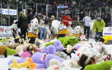 Spirit vs Sting Teddy Bear Toss Dec. 6 / 19. (Photo courtesy of Metcalfe Photography)