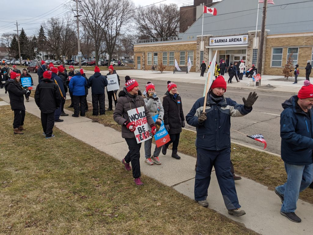 Teachers with ETFO and OSSTF picketing