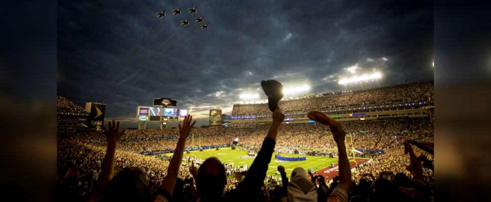 The 2009 US Air Force Thunderbirds fly over Superbowl XLIII in Tampa, Fla., Feb. 2. (Photo by US Air Force)