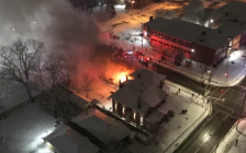 Fire at a home on Lyle and King streets, November 22, 2020. Photo from Reddit/u/ShinyApple19.